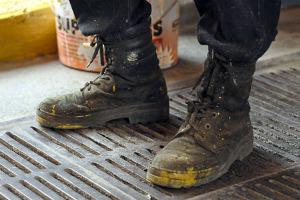 Рабочие ботинки: В чем трудятся московские сварщики, строители и маляры. Изображение № 13.