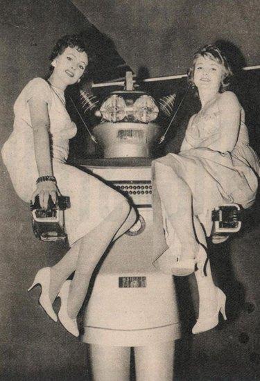 Человекоподобный робот 1957 года уйдет с молотка. Изображение № 1.