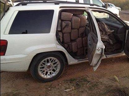 В сети нашли члена мексиканского наркокартеля, который любит делать селфи. Изображение № 18.