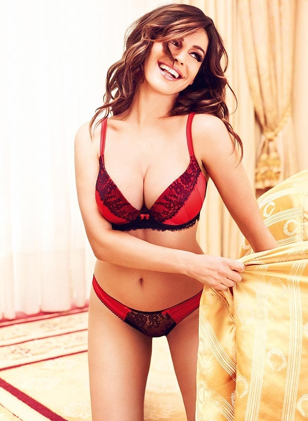 Актриса и модель Келли Брук снялась в рекламе собственной линейки нижнего белья. Изображение № 3.