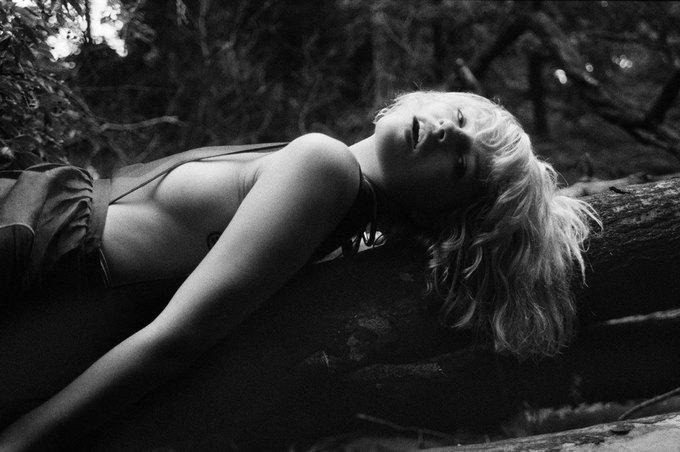 Канадская модель Британи Нола снялаcь для журнала Purple. Изображение № 13.