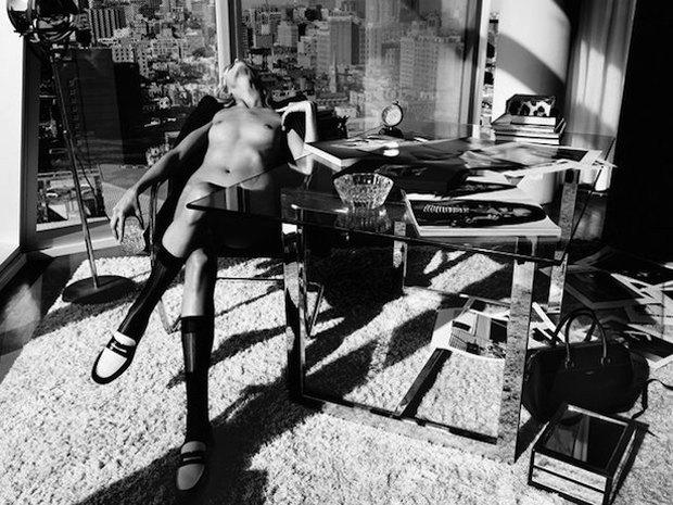 Модель Аня Рубик снялась обнаженной для журнала Industrie. Изображение № 2.