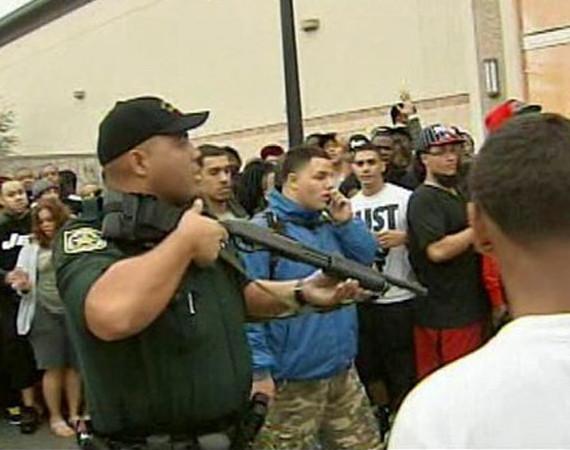 Выпуск кроссовок Nike Air Galaxy вызвал массовые беспорядки в магазинах. Изображение № 2.