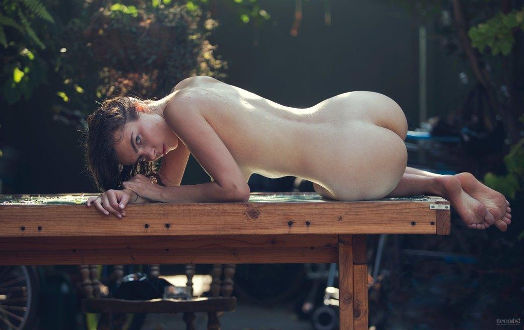 Дэвид Бельмере сфотографировал русскую модель Алину Алилуйкину для нового номера журнала Treats!. Изображение № 3.