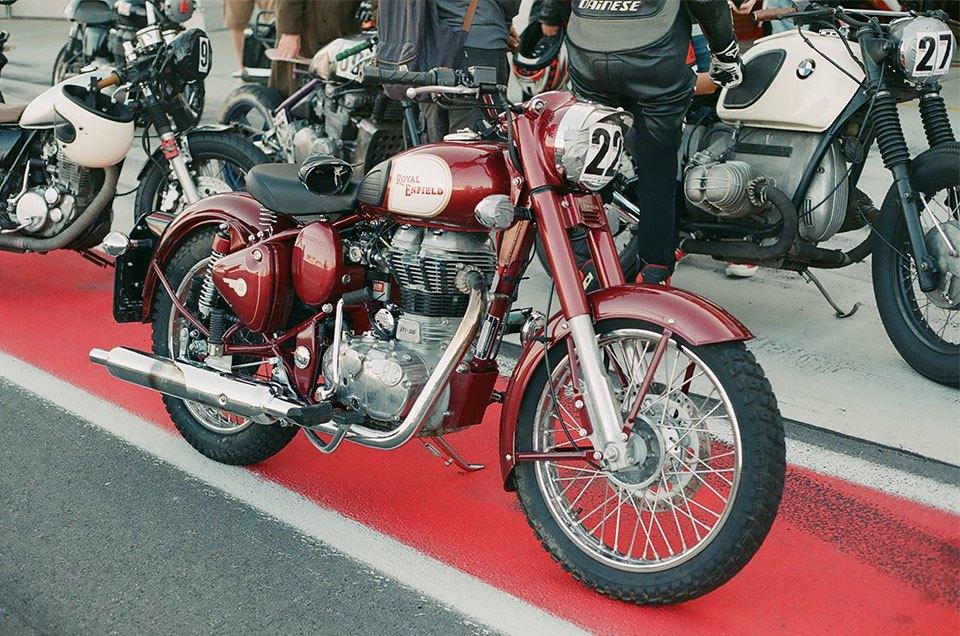 Фоторепортаж с гонки кастомных мотоциклов Nuts & Bolts. Изображение № 11.