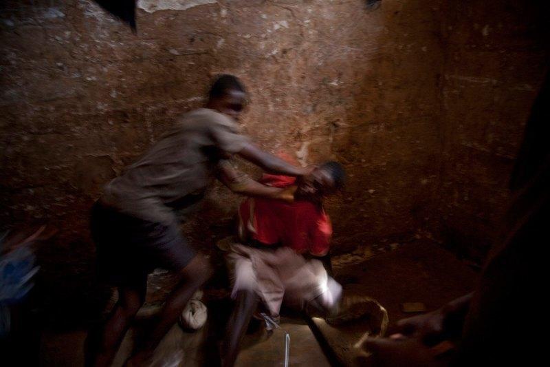 Как подростки Сьерра-Леоне годами живут в тюрьме в ожидании суда по их делу. Изображение № 24.