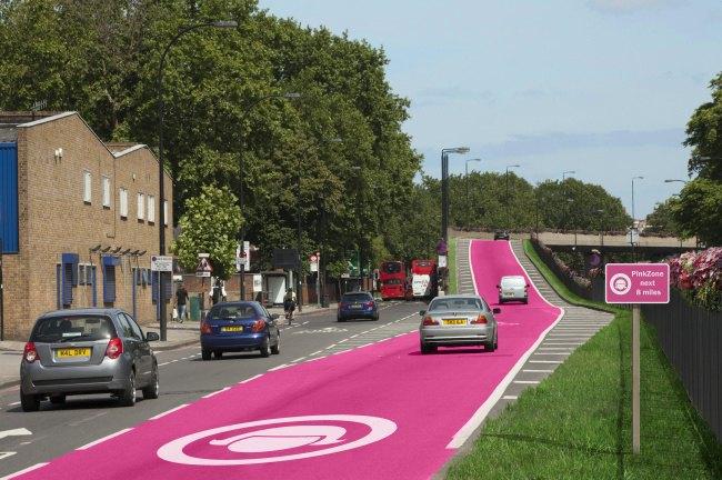 Сексизм дня: В Англии предложили выделить полосы для женщин за рулём. Изображение № 1.