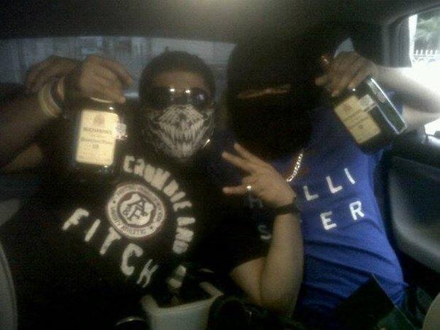 В сети нашли члена мексиканского наркокартеля, который любит делать селфи. Изображение № 2.