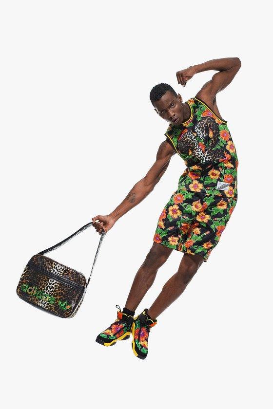 Adidas Originals и Джереми Скотт выпустили лукбук новой коллекции. Изображение № 10.