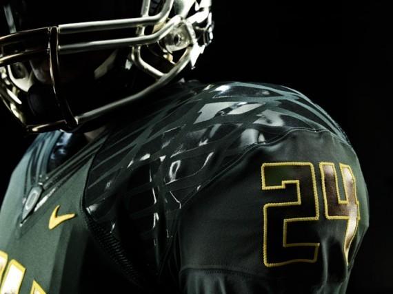 Футуристичная униформа команды Oregon Ducks. Изображение № 7.