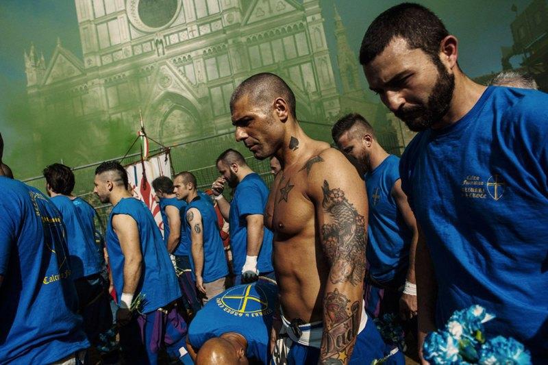 Как выглядит самая кровожадная разновидность футбола —кальчо флорентино. Изображение № 23.