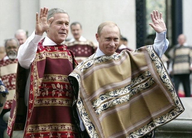 Путин в шёлке, Джордж Буш в пончо: Самые стильные образы на саммите АТЭС. Изображение № 6.