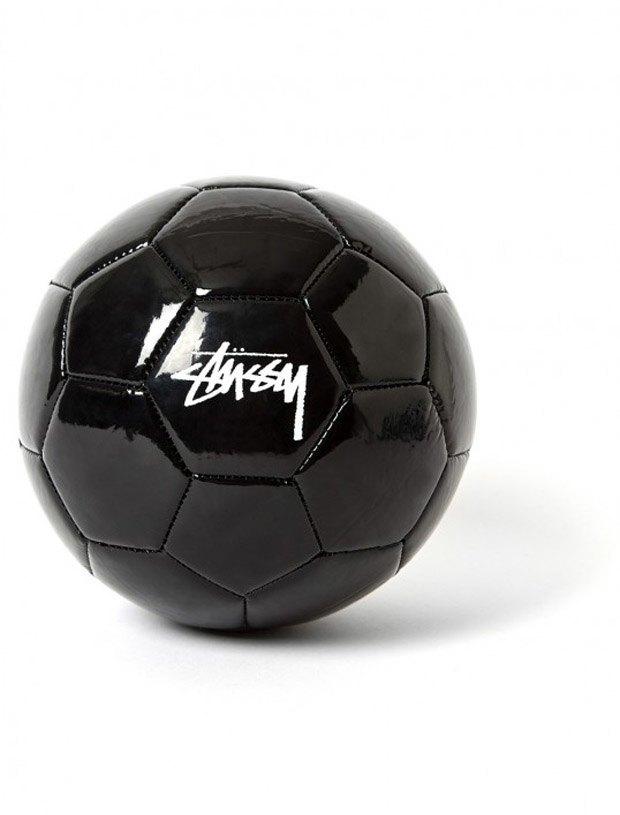 Марка Stussy выпустила мяч к чемпионату мира по футболу. Изображение № 3.