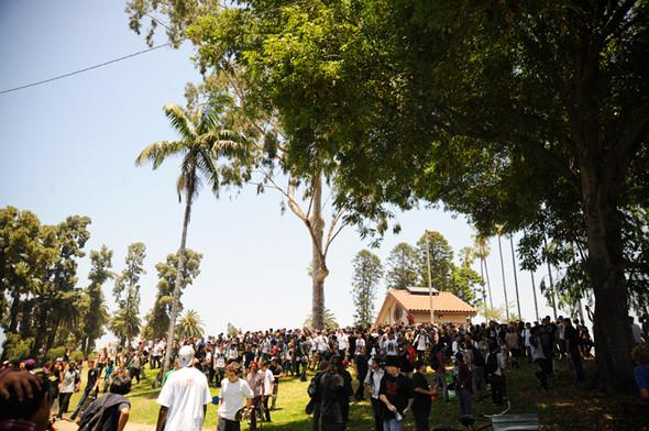Изображение 4. Скейтбордисты Лос-Анджелеса устроили «Безумие на улицах города».. Изображение № 3.