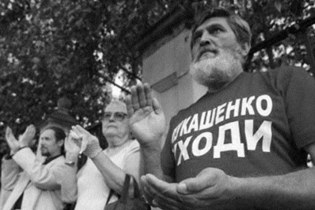 Знак протеста: Какими жестами выражали несогласие с властью. Изображение № 7.