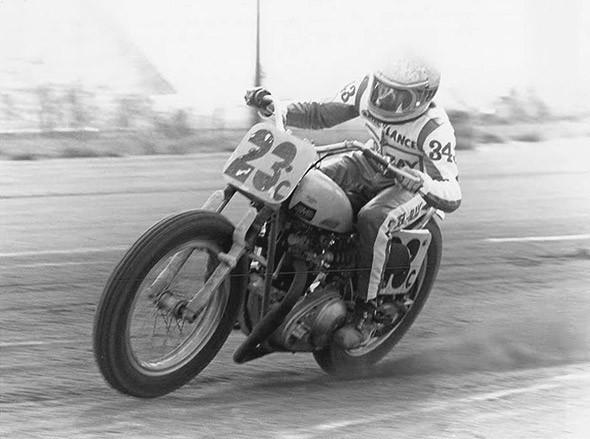 История и особенности мотоциклов для гонок по грязевому овалу —флэт-трекеров. Изображение № 1.