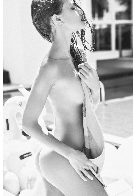 Леонардо Корредор сфотографировал украинскую модель Яру Хмидан для нового номера журнала Treats!. Изображение № 9.