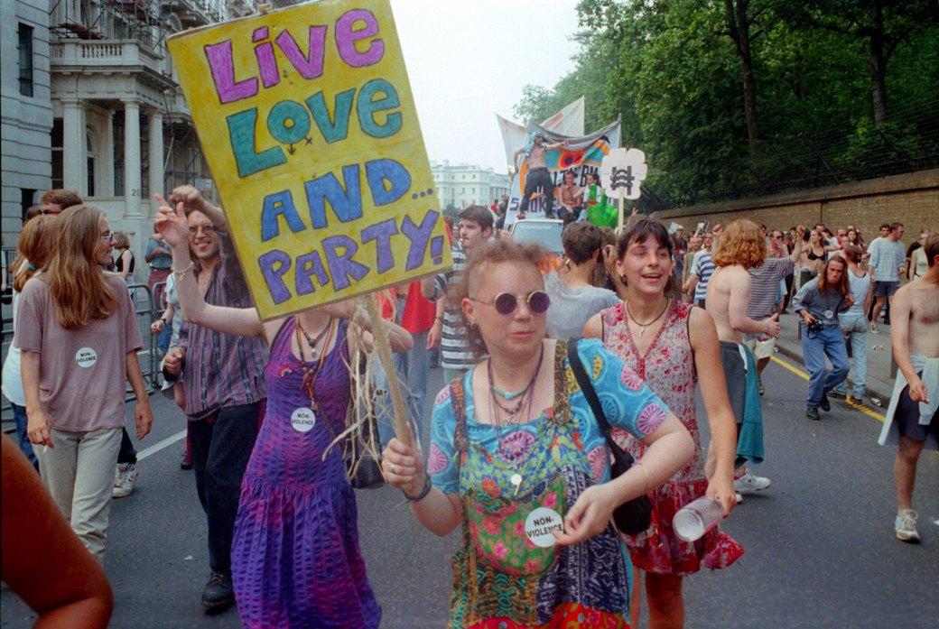 C рейва на митинг: Фотохроника британских free parties и попыток отстоять их перед властями. Изображение № 12.