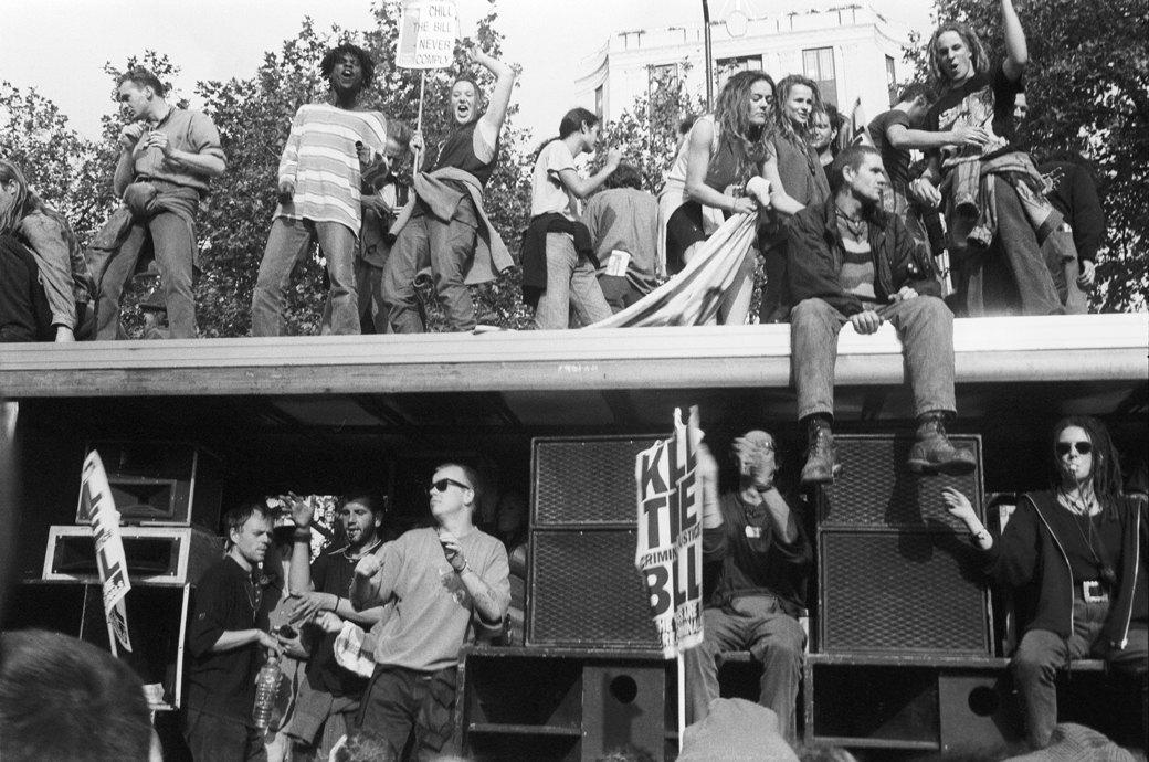 C рейва на митинг: Фотохроника британских free parties и попыток отстоять их перед властями. Изображение № 19.