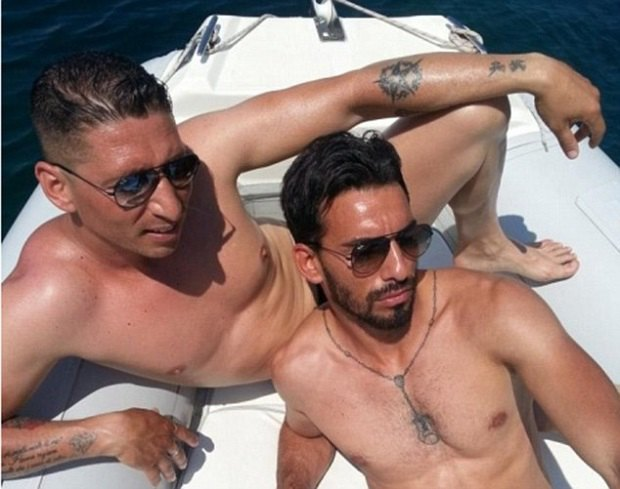 Итальянские мафиози выкладывают фото своей шикарной жизни в Facebook. Изображение № 1.