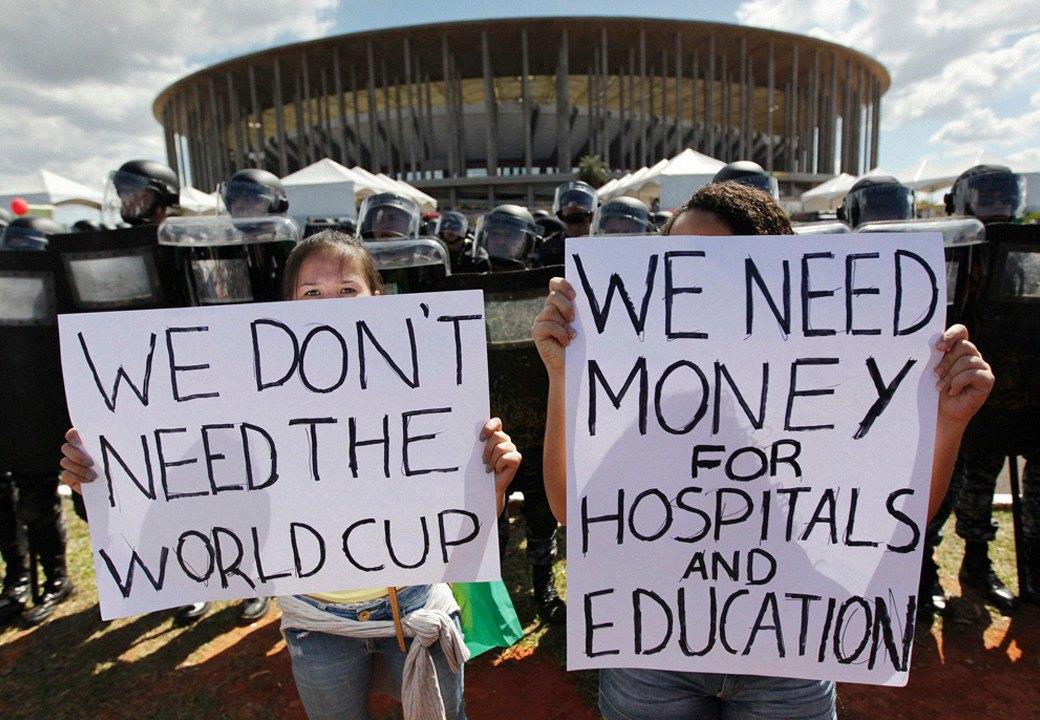 Низы не хотят: Что не так с чемпионатом мира по футболу в Бразилии. Изображение № 1.