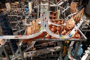Компания Hot Wheels выпустила документальный фильм об автомобильном трюке «двойная петля». Изображение № 1.