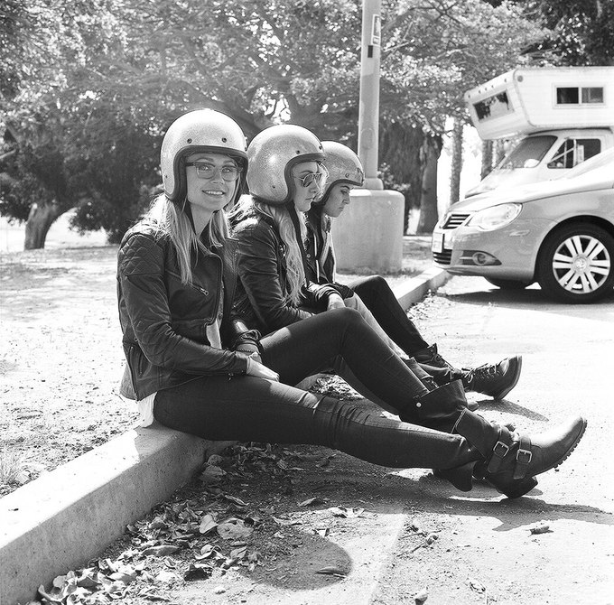 La Motocyclette: Американская фотовыставка доказывает право девушек называться байкерами. Изображение № 9.
