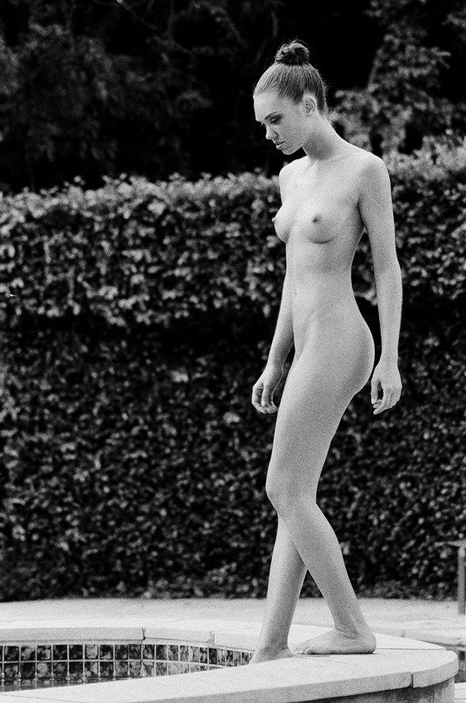 Американская модель Яна Ли сфотографировалась для эротического блога Nowear Land. Изображение № 8.