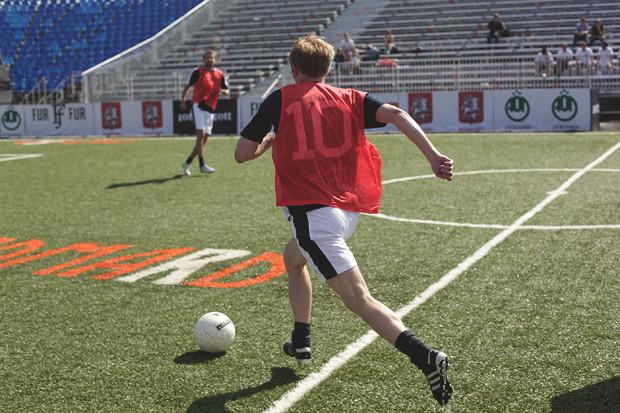 Детали: Репортаж с футбольного турнира магазина FOTT. Изображение № 5.