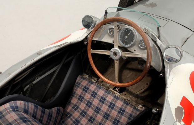 Самый дорогой болид «Формулы-1» в истории ушел с молотка. Изображение № 5.