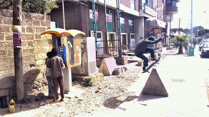Фотограф снял фильм о скейтбординге в Эфиопии на телефон. Изображение № 1.
