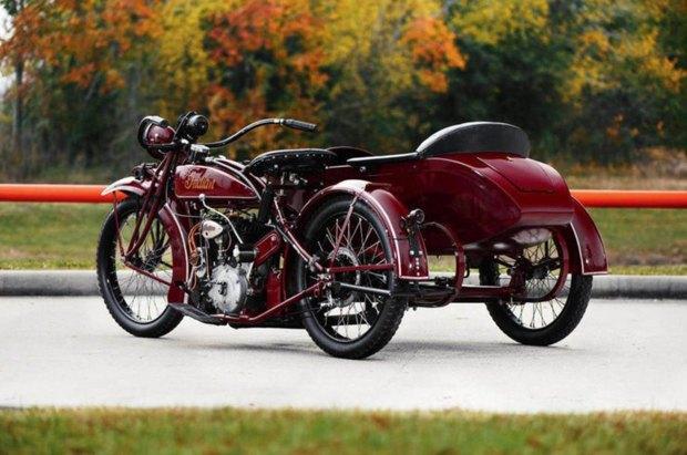 На аукционе Bonhams выставлен на продажу мотоцикл Стива Маккуина Indian Big Chief 1923 года. Изображение № 1.