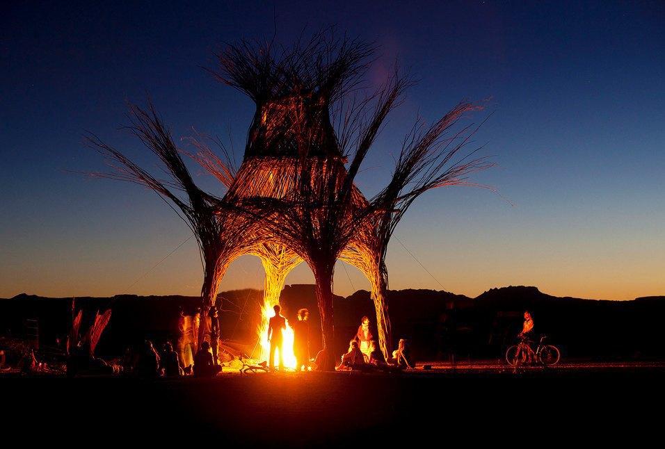 Как развлекаются посетители фестиваля Burning Man в африканской пустыне. Изображение № 32.