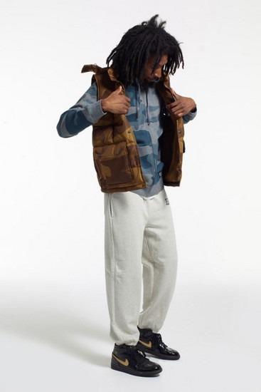 Марка Stussy опубликовала второй лукбук новой коллекции одежды своей линейки Holiday. Изображение № 1.