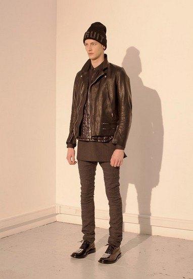 Марка Undercover опубликовала лукбук осенней коллекции одежды. Изображение № 42.