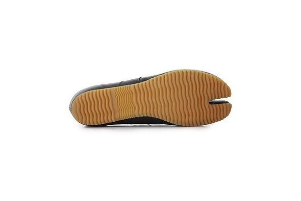 10 самых спорных моделей кроссовок 2011 года. Изображение № 35.