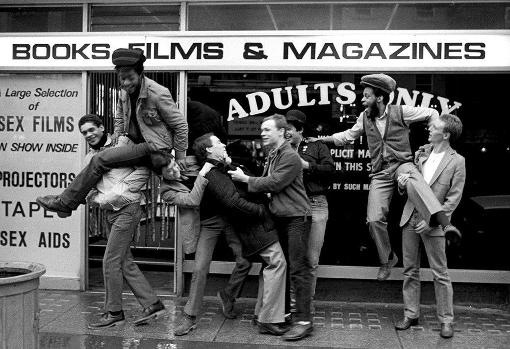 8 знаменитых фотографов, исследовавших мир субкультур. Изображение № 32.