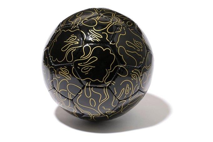 Марка A Bathing Ape представила коллекцию, посвящённую чемпионату мира по футболу в Бразилии. Изображение № 1.
