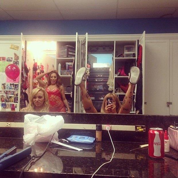 Stripper Locker Room: Блог с селфшотами стриптизёрш. Изображение № 35.