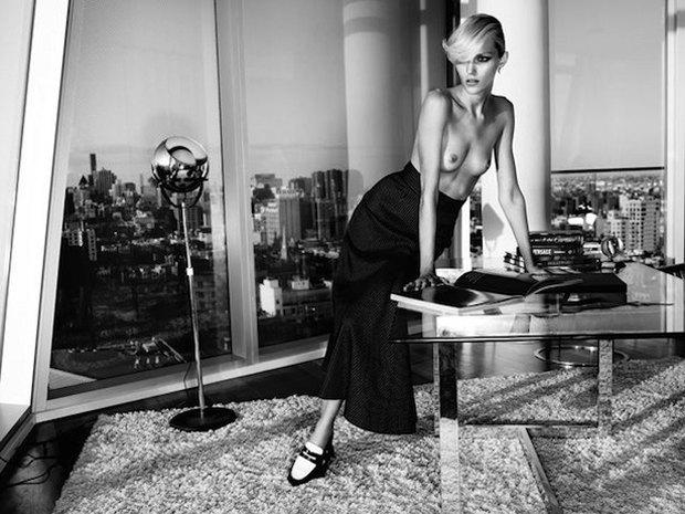 Модель Аня Рубик снялась обнаженной для журнала Industrie. Изображение № 4.