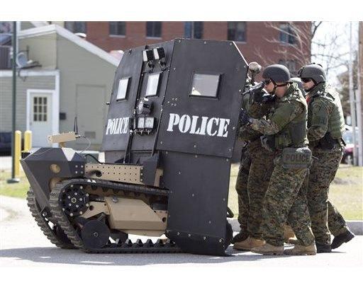 Спецназ США возьмет на вооружение подвижный гусеничный щит. Изображение № 1.
