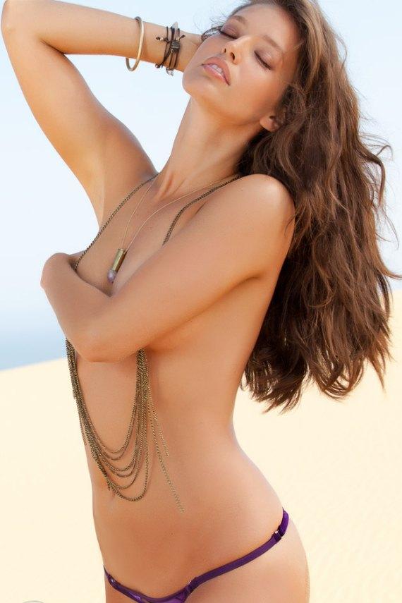 Вышел специальный номер Sports Illustrated, посвященный девушкам в купальниках. Изображение № 16.
