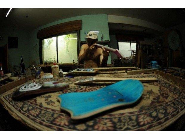 Аргентинская мастерская создает электрогитары из старых скейтбордов. Изображение № 9.