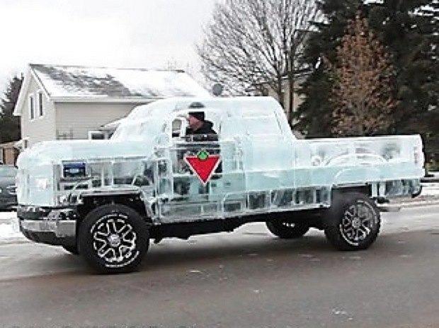 В Канаде собрали первый в мире пикап изо льда. Изображение № 1.