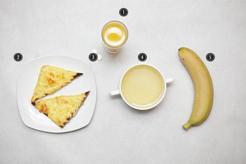 1. Свежевыжатый апельсиновый сок. 2. Тосты с сыром. 3. Таблетки «Алка-Зельтцер». 4. Куриный бульон. 5. Банан. Изображение № 11.