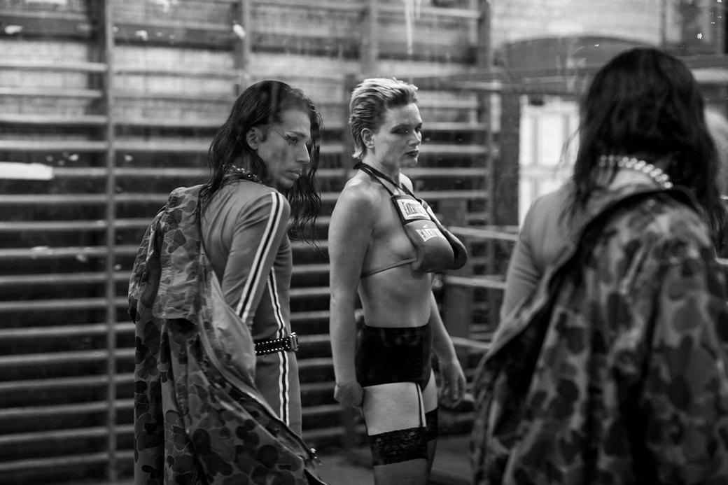 Фотопроект: Трансвеститы оккупируют боксёрский клуб в Лондоне. Изображение № 7.