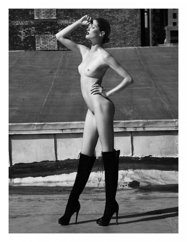 Американская модель Хайде Линдгрен снялась обнаженной для журнала Treats!. Изображение № 2.