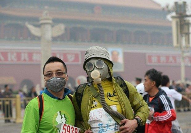 Марафон в Пекине прошел в респираторах из-за густого смога. Изображение № 1.