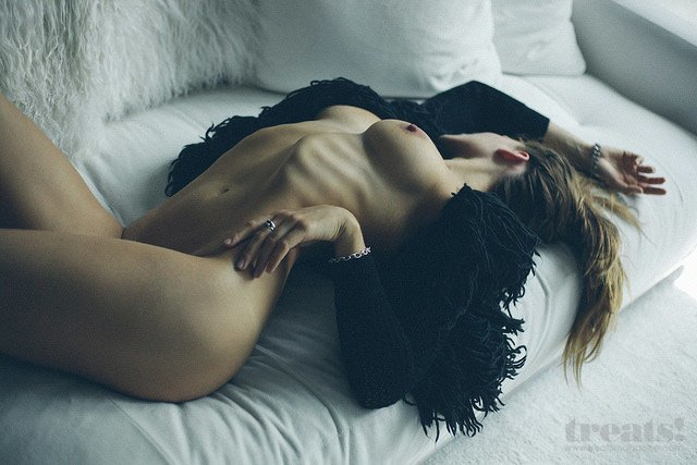 Кэмерон Дэвис сфотографил Челси Фриборн для нового номера журнала Treats!. Изображение № 7.
