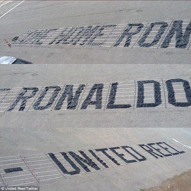 Роналду хотят вернуть в «Манчестер Юнайтед» с помощью самолёта. Изображение № 1.